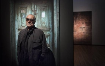 Abbas Kiarostami in front of his photo exhibit.